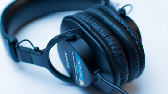 9 considerations for podcasting headphones